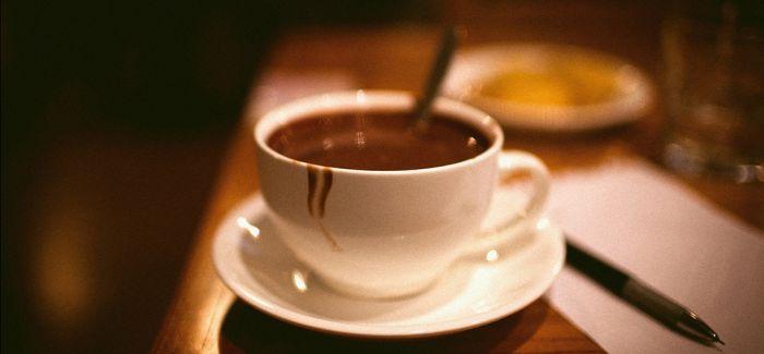 英国咖啡馆里的巧克力饮品