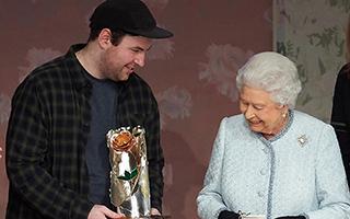 英国女王都去看的时装秀!