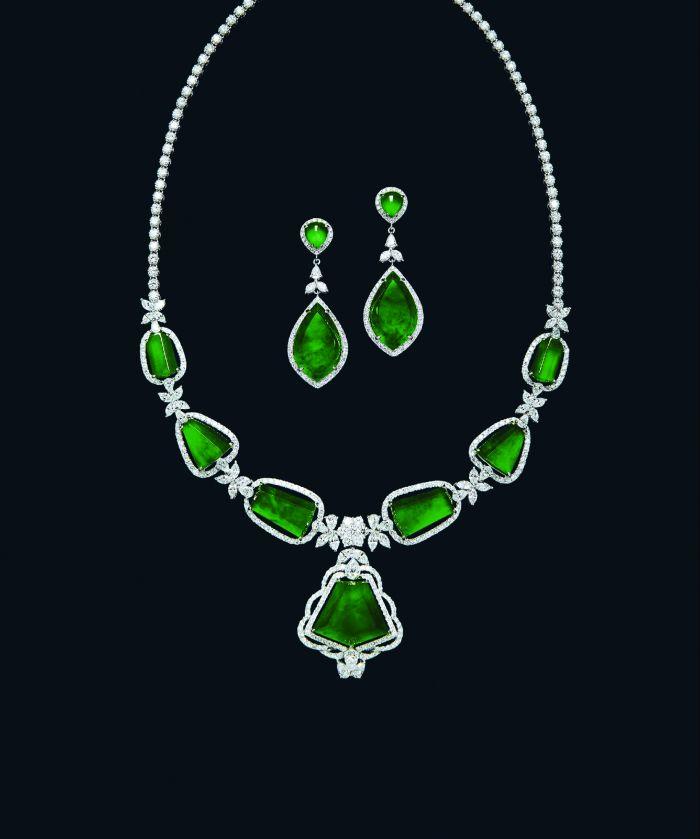 天然冰种满绿翡翠及钻石项链、耳环套装