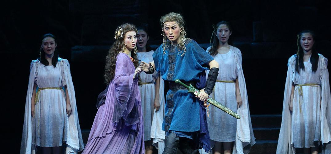 北京人艺大小剧场大幕拉开 呈现截然不同的戏话剧