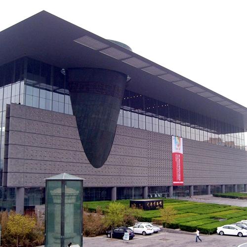 加强美术馆博物馆主题性创作的展示与教育