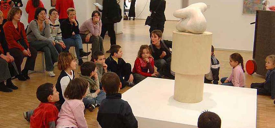 中国艺术教育体系在现实生活里的定位和作用是什么