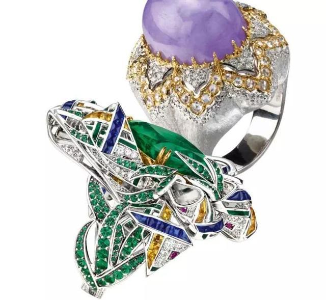 宝石颜色强烈的对比,会有更大的视觉冲击力