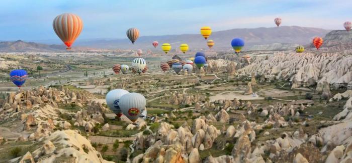 乘着热气球飞翔