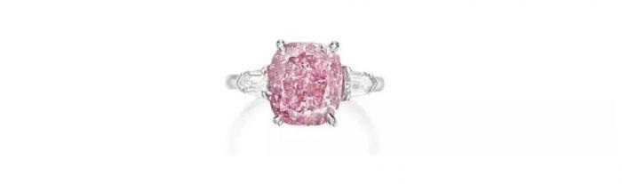 艷彩紫粉紅色鉆石配鉆石戒指 拍品編號:1782 成交價:19,320,000 港元