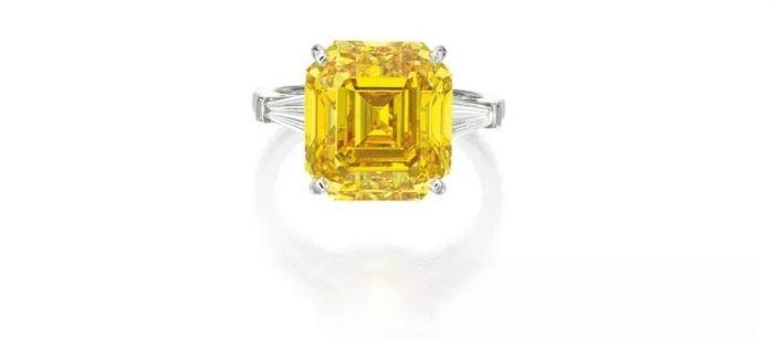 艷彩橙黃色鉆石配鉆石戒指 拍品編號:1645 成交價:10,920,000 港元