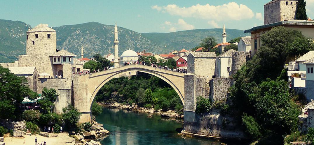 """阿尔巴尼亚:""""最熟悉的陌生人"""""""