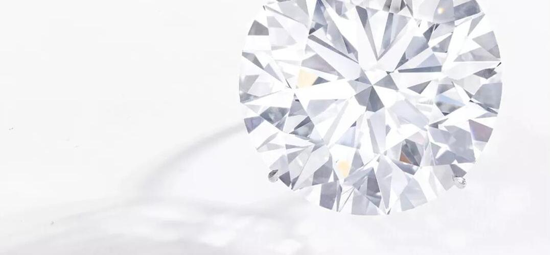 两枚纯净白钻亮相日内瓦