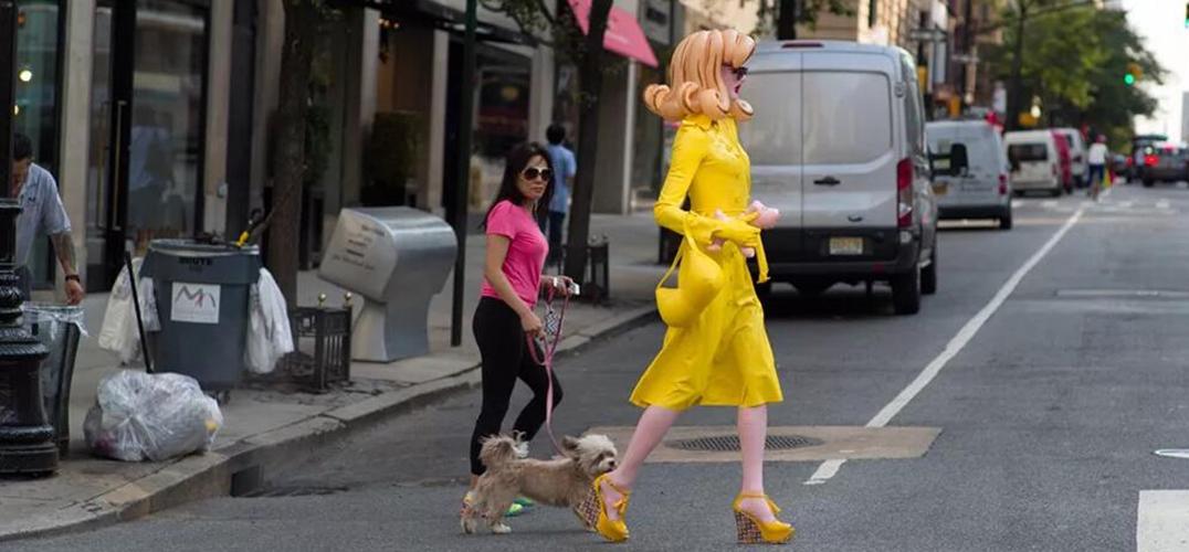 为什么一个塑料娃娃可以在时尚界喧宾夺主