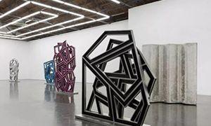 《理查德·迪肯:新雕塑》上演金属切割