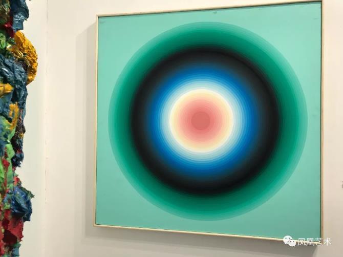 26当代唐人艺术中心售出颜磊《彩轮》布面丙烯,140x140cm,2012(28万元)