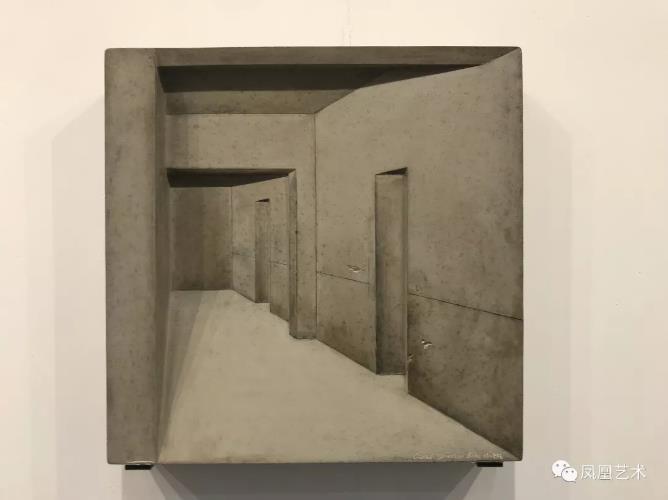 28当代唐人艺术中心售出蔡磊《毛坯房》水泥装置,50x60x6cm,2018(8万元)