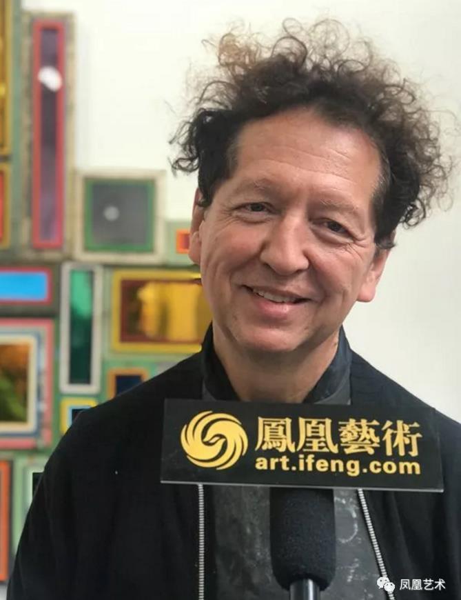 """41展会现场,收藏家纪尧姆·泰斯接受""""凤凰艺术""""采访"""