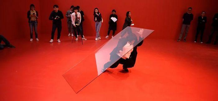 麦拉蒂·苏若道默的行为艺术