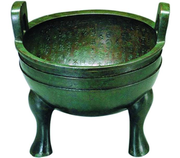 (图1)西周晚期《颂鼎》,台北故宫博物院藏。
