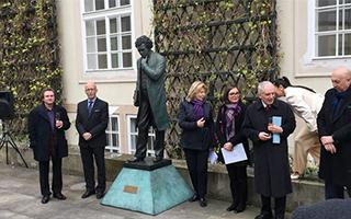 安娜·高美在布拉格