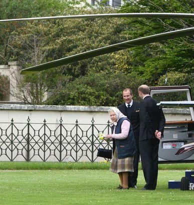 英女王看望第六个曾孙(图片来源于Metro)