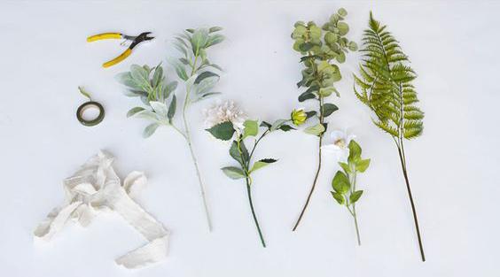 修剪根茎 图片来源自Afloral.com Wedding Flowers and Decorations