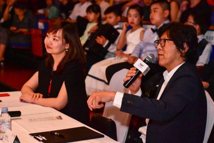 图5:上海音乐学院副教授朱和与上海音乐学院附中青少年交响乐团常任指挥赵晓鸥亲临现场指导点评