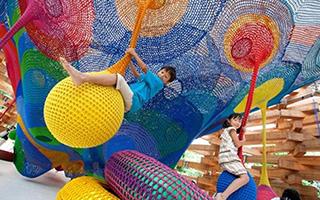 八位艺术家送给孩子们的游乐场