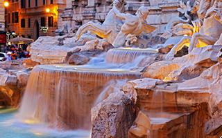 特莱维喷泉:投三枚硬币让梦想成真