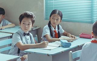 《美丽童年》:一个关于谎言的故事