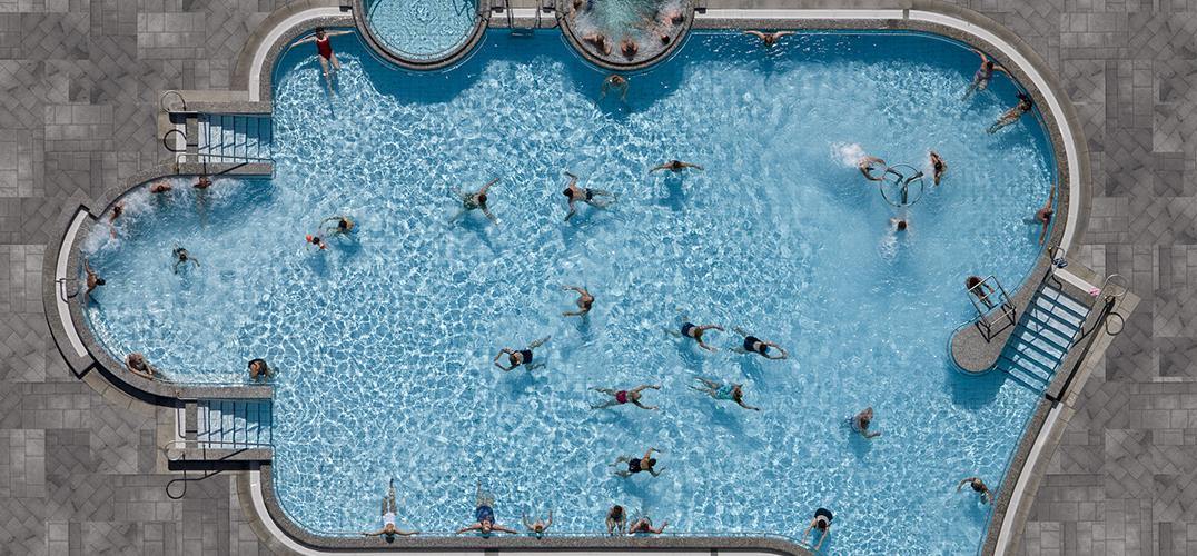 游泳池的迷人之处