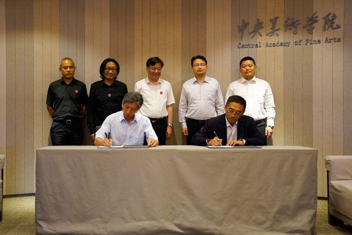 1中央美术学院院长范迪安与鲁信集团党委书记、董事长汲斌昌签署战略合作协议