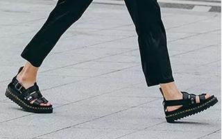 带你分析凉鞋和袜子的关系