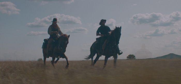 《希斯特斯兄弟》:骑马和枪战贯穿始终