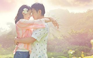 《初恋50次》:大胆手持自拍 秀出灿烂笑容