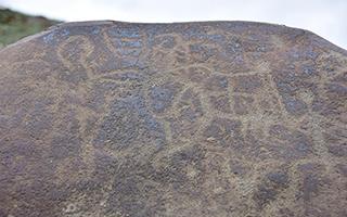 通天河流域发现距今约2000年大批古岩画