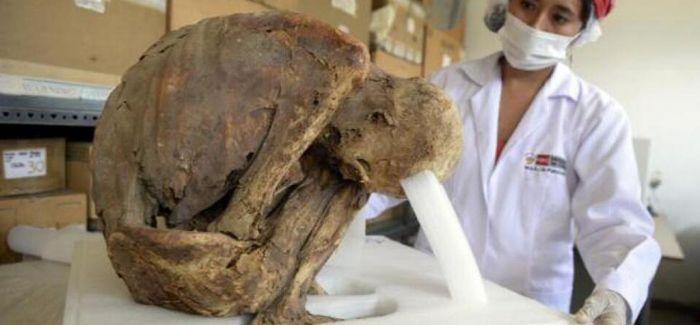 秘鲁出土一具已有千年历史的木乃伊