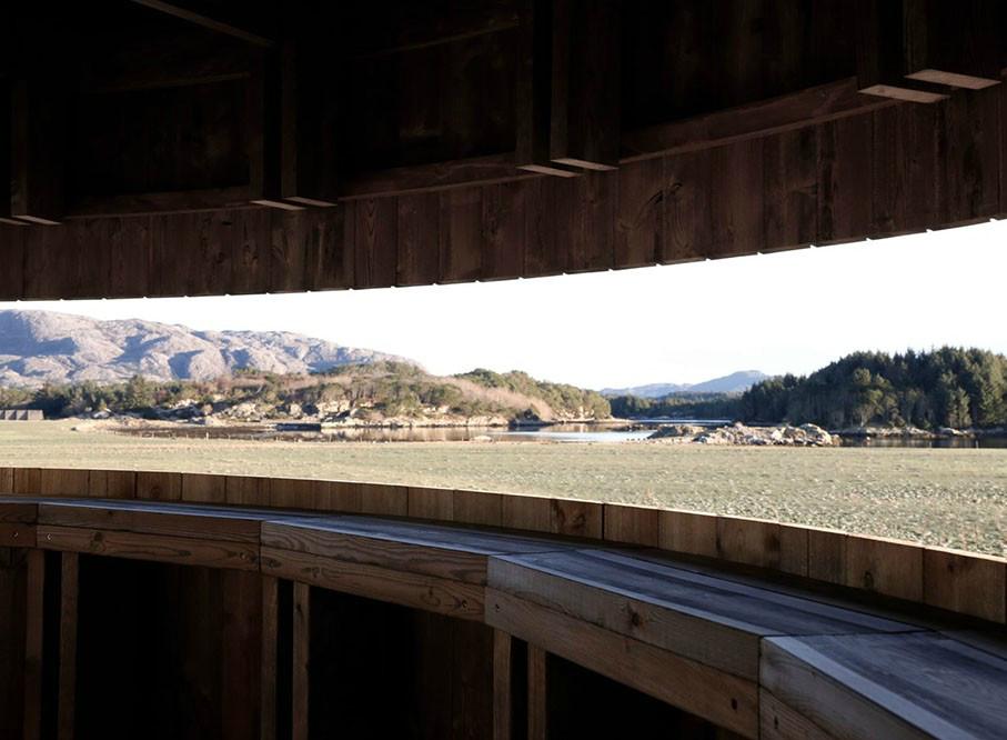 柔软的外表下,那是孤独坚强的灵魂丨挪威木制观鸟塔第4张图片