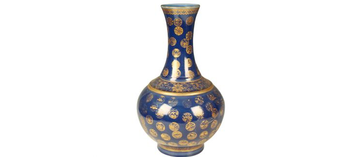 流光溢彩的清代祭蓝釉描金瓷瓶