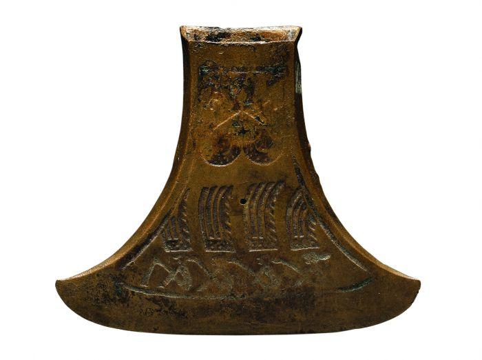 羽人划舟铜钺  战国时期