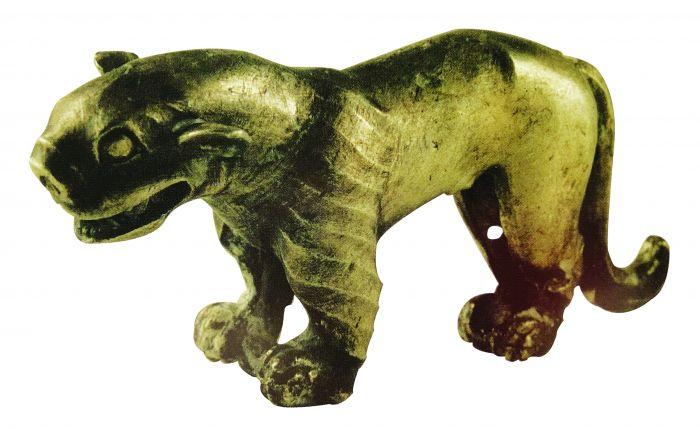 图1 战国银虎