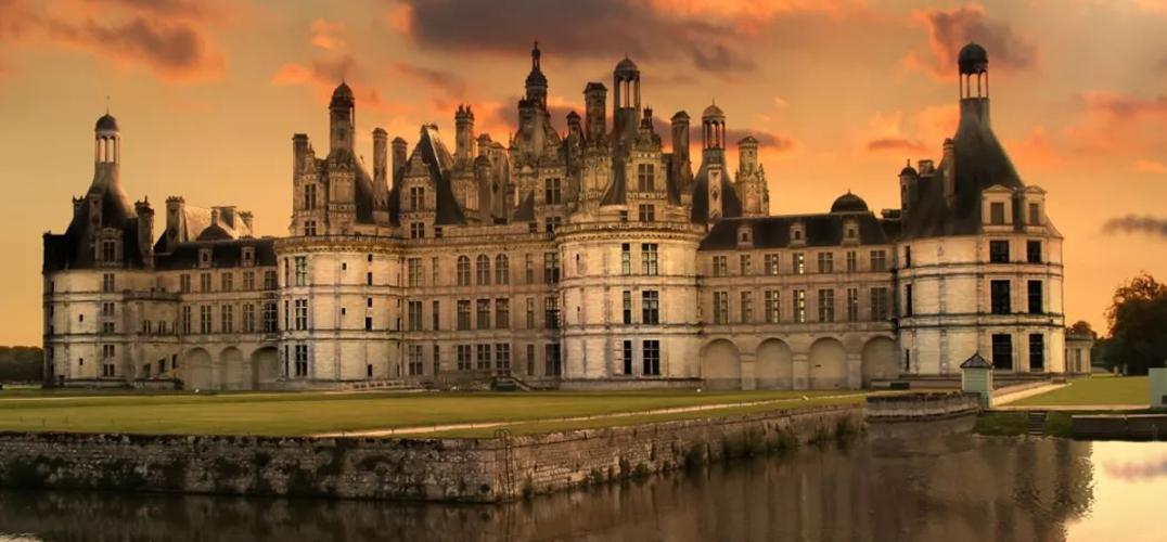 到卢瓦尔河谷看古堡吧