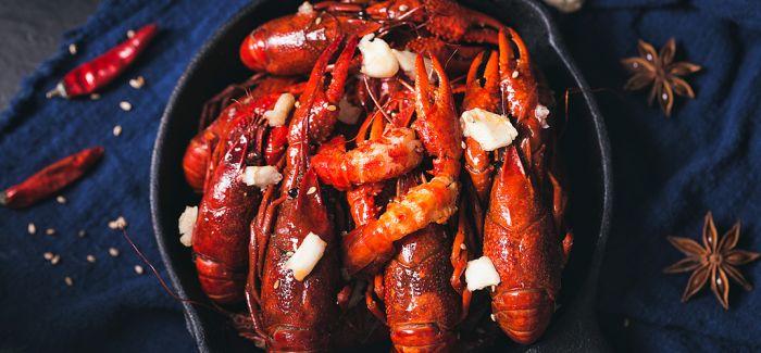 """瑞典将""""吃小龙虾""""变成一种信仰"""
