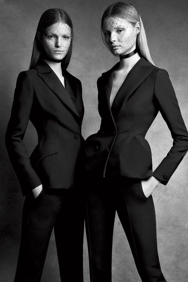 各个时期的Dior,各位设计师都呈现了自己的Bar Jacket 图片来自品牌