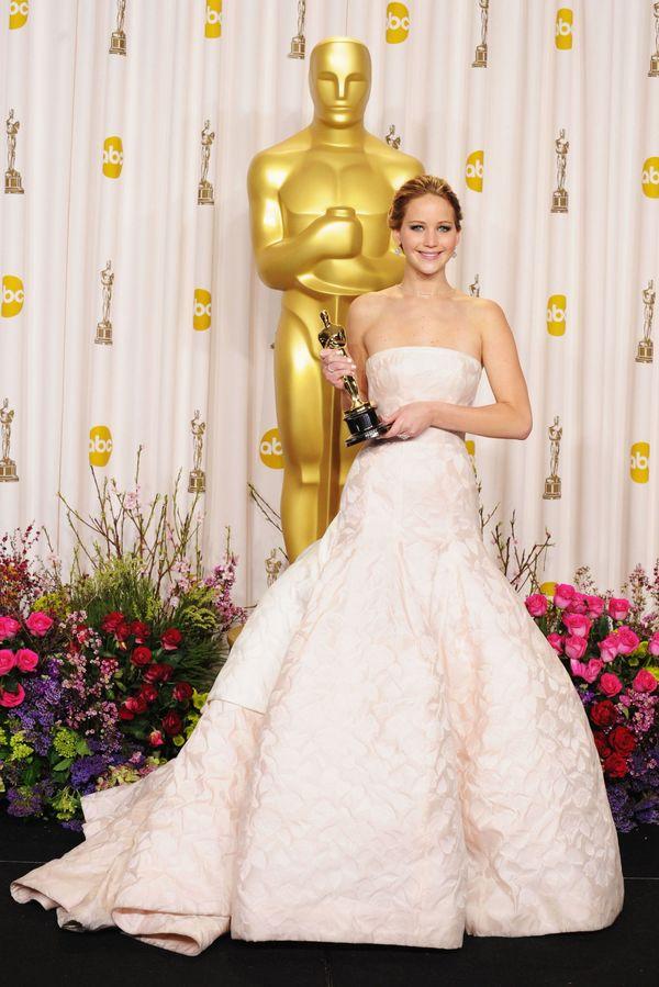 詹妮弗劳伦斯在2013年穿着Dior高定礼服拿下了奥斯卡影后 图片来自品牌