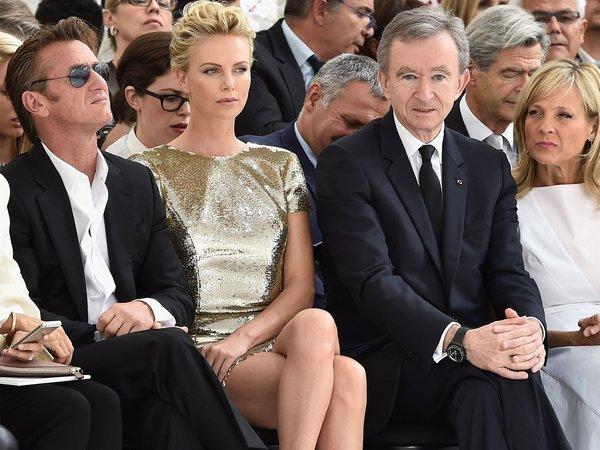 Bernard Arnault在Dior秀场头排看秀 图片来自品牌