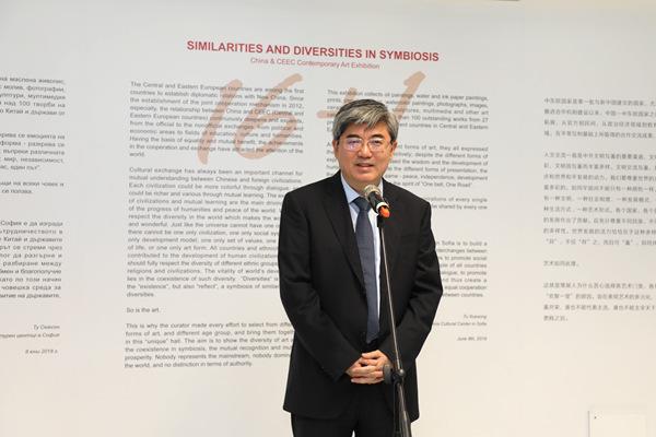 2.中国驻保加利亚大使张海舟在开幕式上致辞