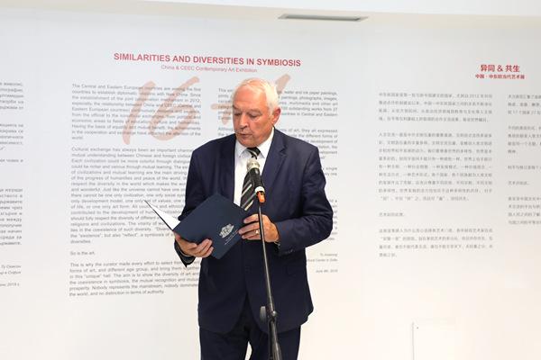 3. 保加利亚文化部副部长迪米特夫在开幕式上致辞