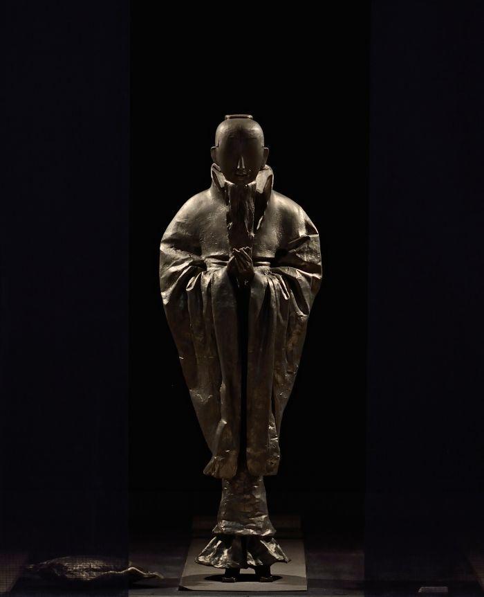 李象群 《行者》  Spiritual Practitioner白铜 Cupronickel500×200×200cm 2012