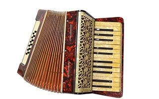"""""""手风琴""""与""""小提琴""""共同演绎浪漫旋律"""