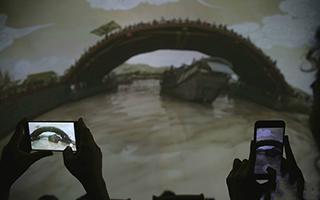 在故宫体验《清明上河图3.0》高科技艺术互动展演