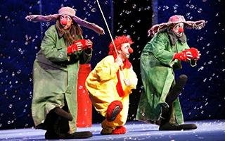 《斯拉法的下雪秀》:迎战暴风雪的命运小丑