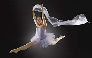 全国舞蹈展演:一舞倾城动四方
