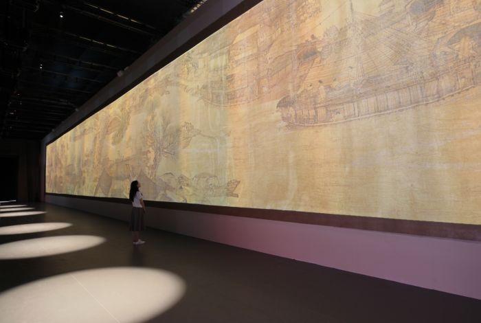 1、展厅右侧是长36米,高4.8米的《清明上河图》多媒体长卷